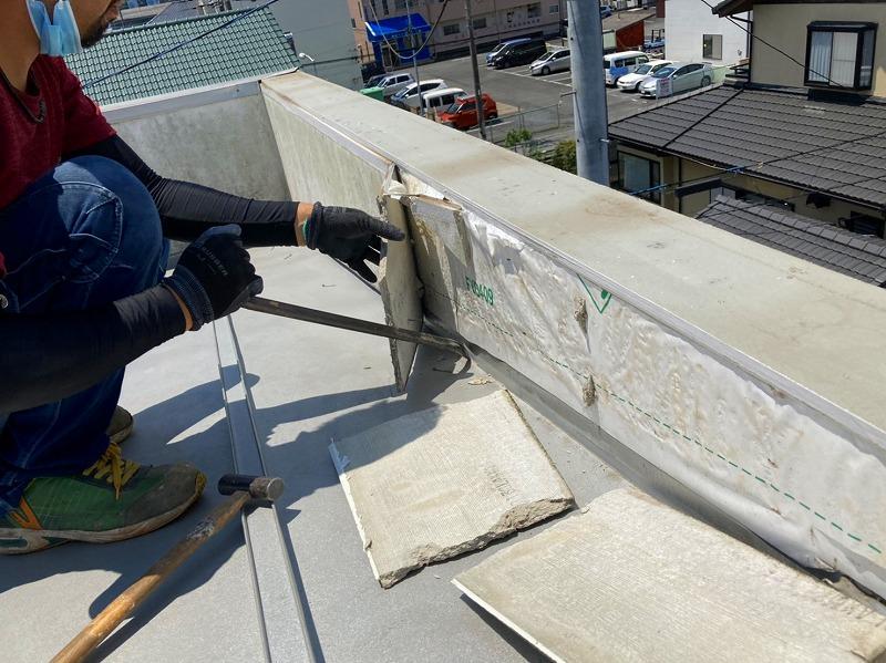 水戸市のパラペット雨漏りは散水試験実施と外壁膨れの交換工事でパラペットの外壁解体