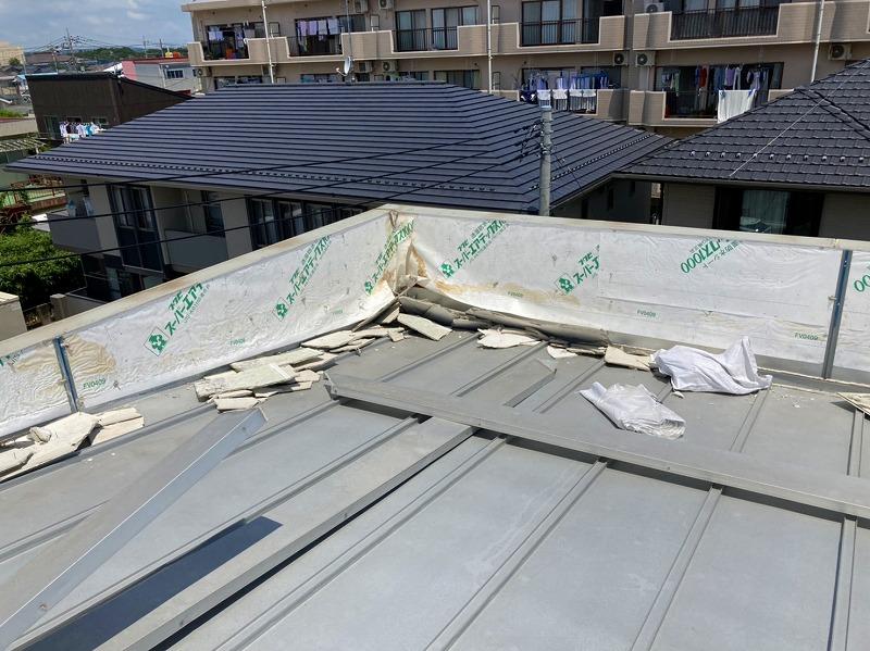 水戸市のパラペット雨漏りは散水試験実施と外壁膨れの交換工事でパラペットの外壁解体完了です