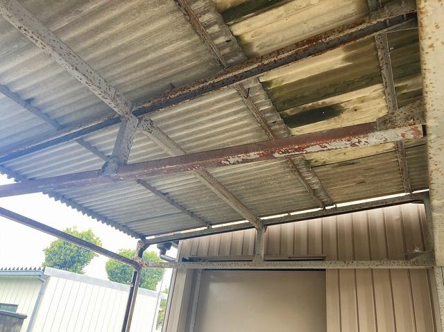 アスベスト含有の石綿スレート屋根