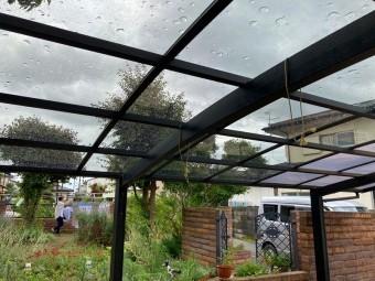 ひたちなか市のアール型カーポート屋根のポリカーボネート板交換の交換工事完了しました下からの画像