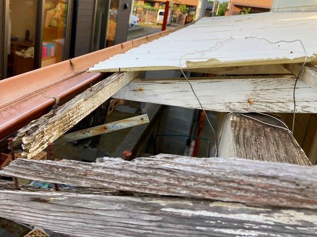 木製テラス屋根の軒先部