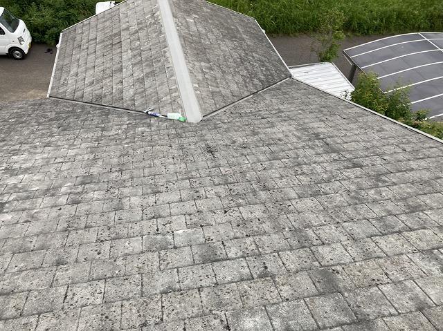 全体的にスレート屋根材の塗膜剥離がある日立市の屋根