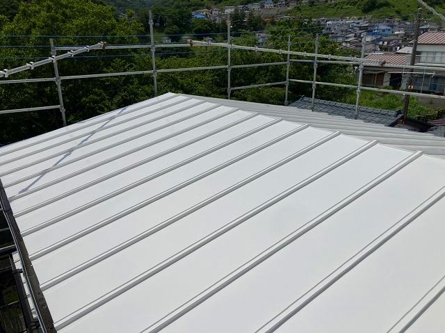 遮熱塗装が施された瓦棒屋根