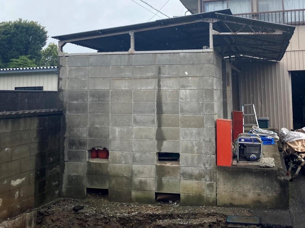 工事前のボンベ庫屋根石綿スレート