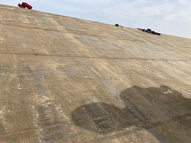 既存屋根材の解体が完了した屋根
