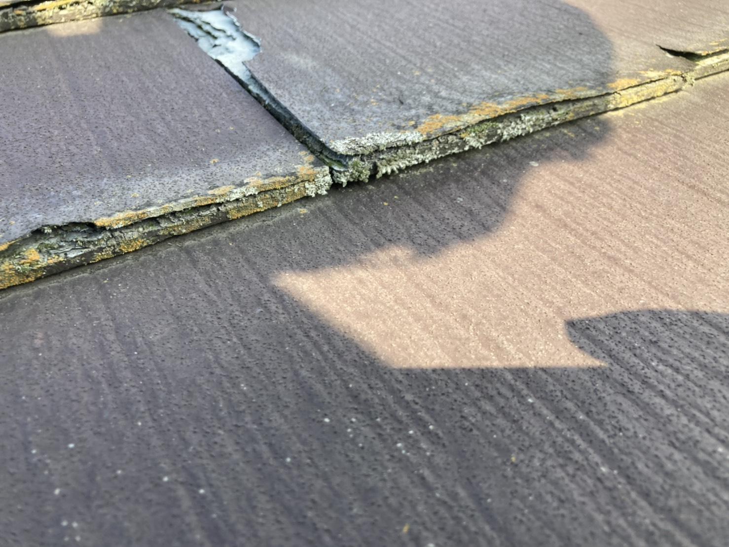 何層にも重なって形成されているスレート屋根材パミール
