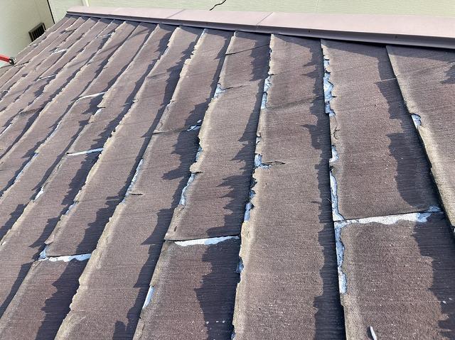 表面剥離が全体的に行っている水戸市のスレート屋根材パミール