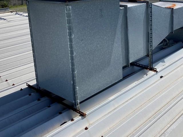 塗装前の錆浮きのさる折板屋根