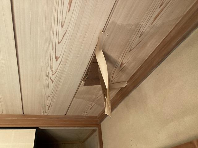 目透かし天井の剥がれ