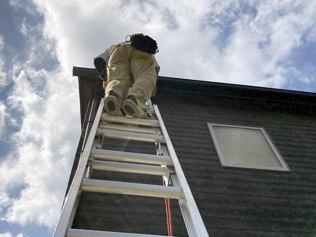 コロニアル屋根と木目調サイディング調査