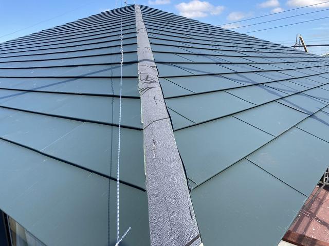 棟以外の平部の屋根カバー工事は完成