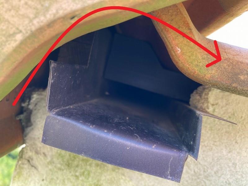 古河市のお客様の屋根は洋瓦でケラバには捨て水切り板金
