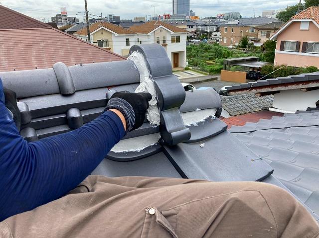 水戸市の和瓦屋根の鬼瓦に鬼巻き漆喰の施工しています