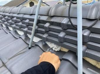 水戸市でテレビアンテナの下を漆喰詰め増し作業