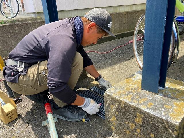 水戸市のフェンス工事で鉄筋アンカーを切っています
