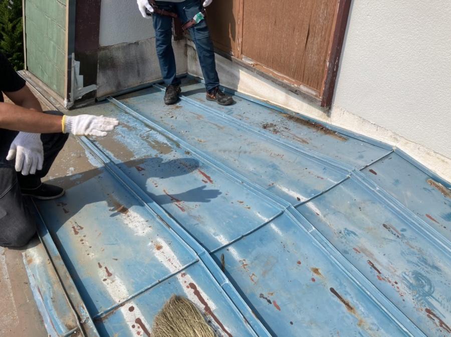 瓦棒屋根葺き替え工事前雨漏り