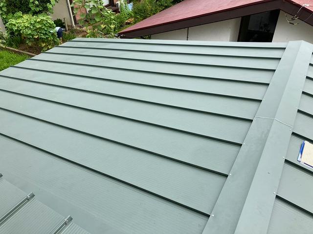 日立市で日立市で使用した嵌合立平葺き金属屋根で施工した切り妻屋根