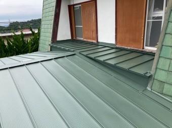 日立市で日立市で使用した嵌合立平葺き金属屋根で施工完了した屋根