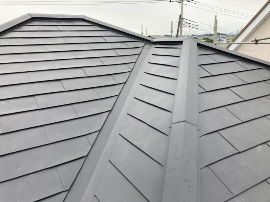 結城市の定尺ガルバリウム屋根材で重ね葺きが完了した結城市の現場屋根