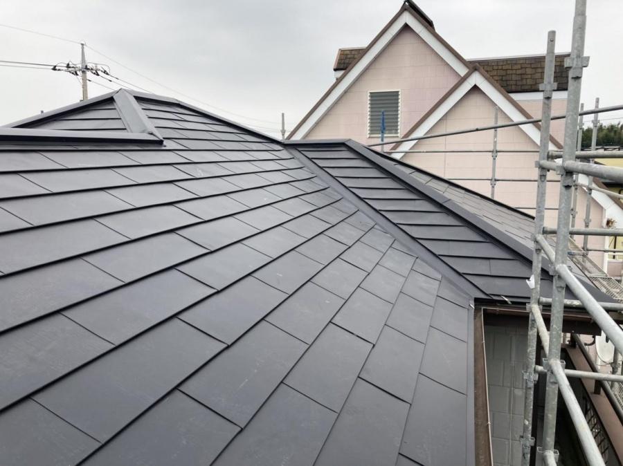 月星のガルバリウム鋼板でカバー工法を行った屋根