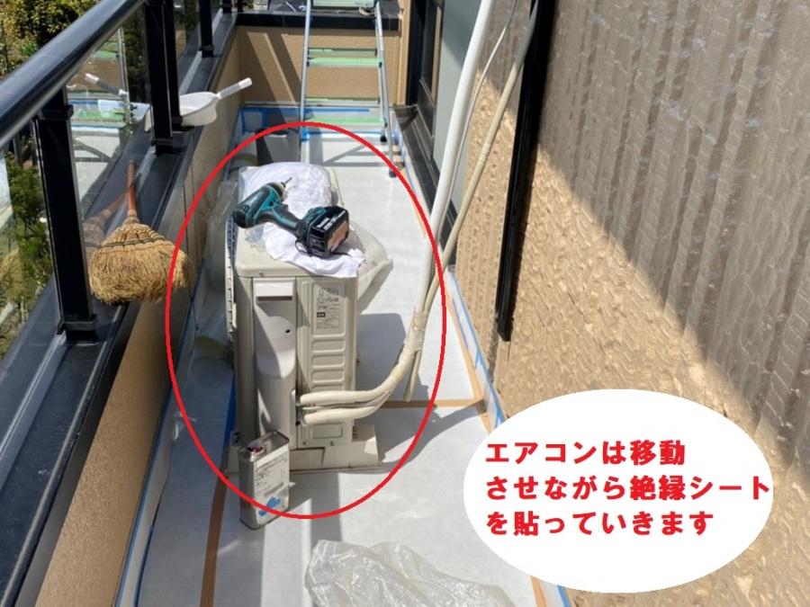 エアコンは移動させながら施工を行います