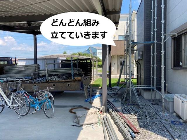 茨城県近郊で足場の組み立て中