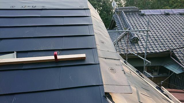 板金屋根破風板付近