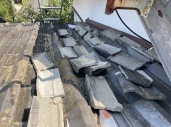 のし瓦が大量に脱落している茨城町の屋根