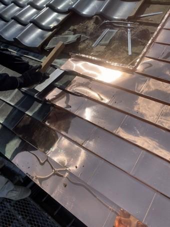 銅板屋根に腰葺きほぼ完成している画像