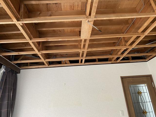 室内天井ボードの解体が完了