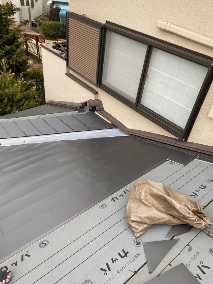 石岡市のガルバリウム鋼板貼りを棟から撮影