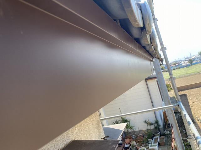 既存の鼻隠しにガルバリウム鋼板捲き施工