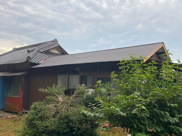 水戸市の完成した波トタン屋根の完成全体画像