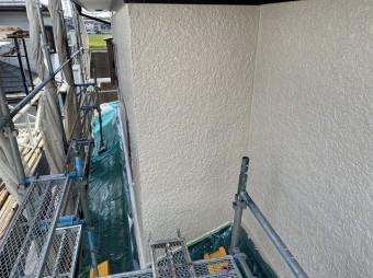 南側の上塗りが完了した外壁