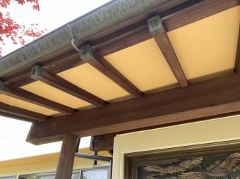 木部の風合いを残す為庇の軒天部のみを塗装