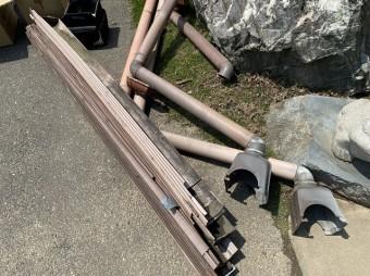 八千代町の現場で解体した既存の雨樋の廃材