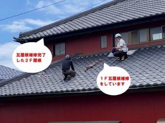 ひたちなか市で台風で飛散した桟瓦の瓦屋根補修で遠目で作業する瓦職人
