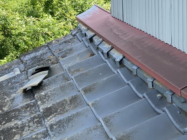 茨城町で現場調査中の葺き止めから落ちる葺き止めのし瓦