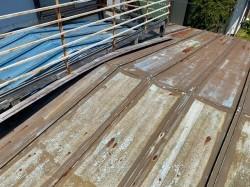 屋根葺き替え前の劣化が進んだ瓦棒屋根