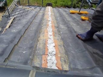 のし瓦を積み左右を銅線で緊結