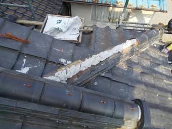 笠間市の現場の降り隅棟を南蛮漆喰を使用して積み上げる