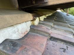 工事前の漏水している屋根