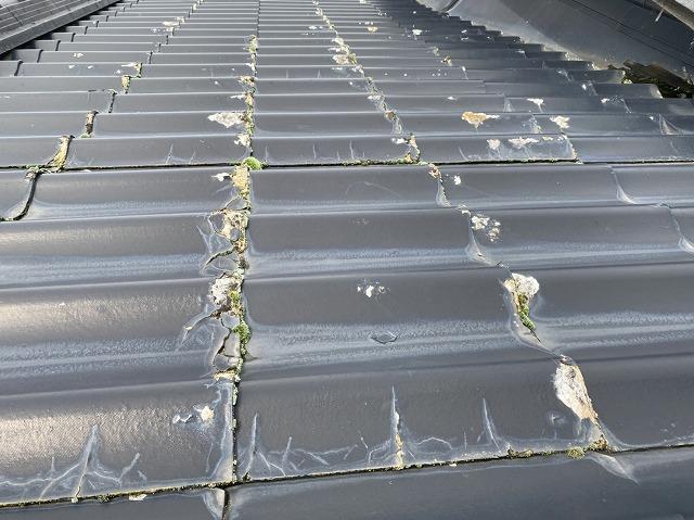 結城市の北側屋根全体に破損が見られるセキスイかわらU