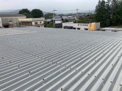 太陽光を設置する折板屋根の事前調査で中間ボルトが錆びている画像