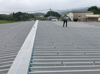 太陽光を設置する折板屋根の事前調査