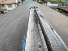 ひたちなか市の屋根で施工前の主棟の板金飛散状態