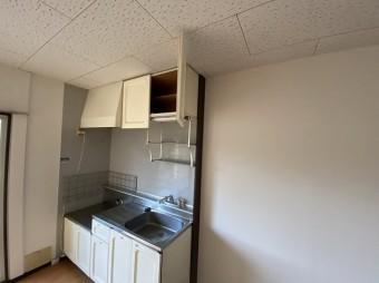台所のキッチン周りの壁紙交換が完了