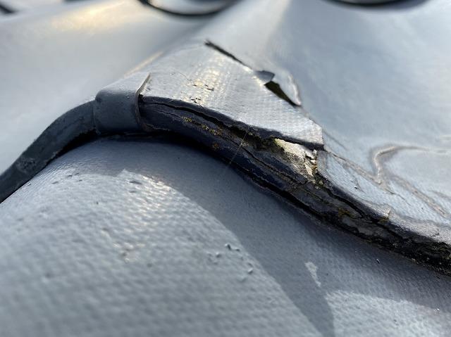 表面剥離がハッキリと確認できるセキスイ瓦U