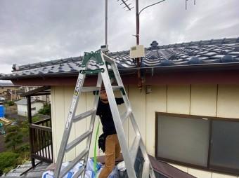 2階の屋根に登るための作業