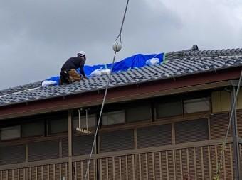 2階屋根での養生作業
